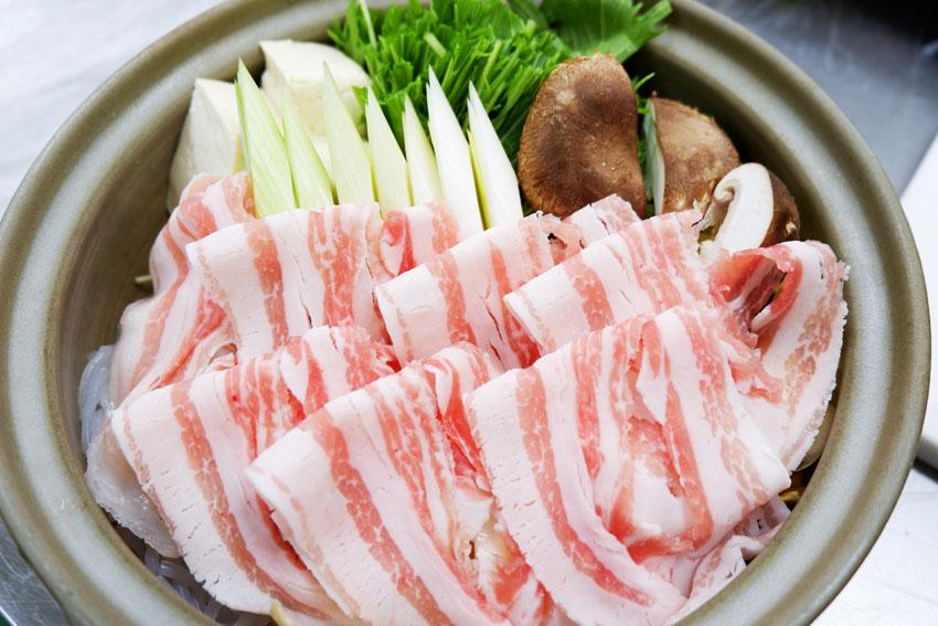 【くんぺるランチ便】肉のうまみたっぷりお出汁で食べる赤豚鍋!
